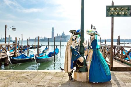 Carnevale di Venezia, belle maschere in Piazza San Marco Archivio Fotografico - 26643490