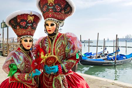 Carnaval van Venetië, prachtige maskers op San Marcoplein Stockfoto