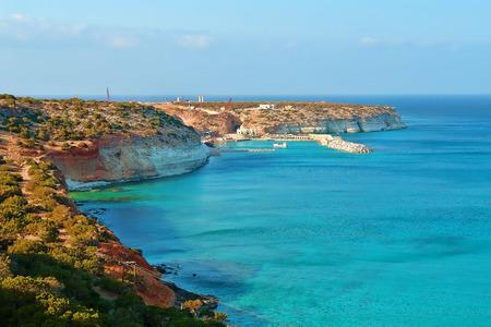 Natuurlijke landschap, de kust van Libië in Noord-Afrika