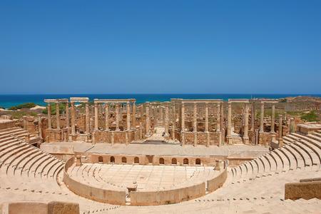 Het Theater aan de spectaculaire ruïnes van Leptis Magna de buurt van Al Khums, Libya