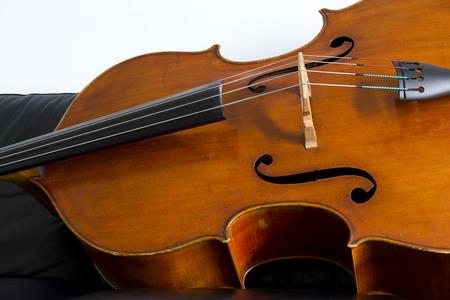 コントラバス、弓で演奏される木製の楽器をクローズ アップ 写真素材