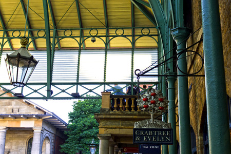 covent garden market: Covent Garden Market. One of the main London attractions, Covent Garden was for many years the main fruit and vegetables market in London