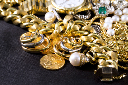 Closeup of gold jewelery with precious stones Banque d'images