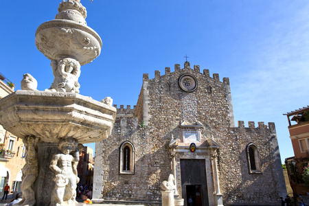 taormina: The cathedral of St. Nicola and the Tauro fountain in Taormina, Sicily Stock Photo