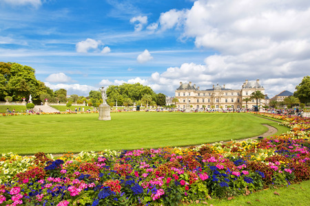 statuary garden: The beautiful view of the Luxembourg Gardens in Paris, France