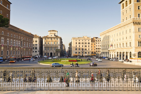 piazza: A beautiful view of Piazza Venezia in Rome, italy