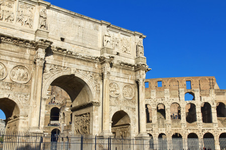 caput: Arch of Constantine, a triumphal arch in Rome, located between the Colosseum and the Palatine Hill.