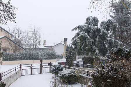 suburban home: Front of suburban home in heavy snowfall