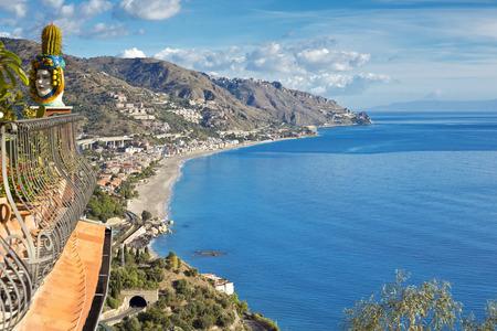 Het prachtige uitzicht op de kustlijn Taormina, Sicilië, Italië Stockfoto
