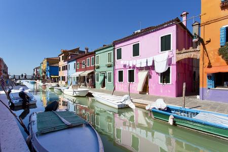 case colorate: Burano con le case tradizionali colorati Archivio Fotografico