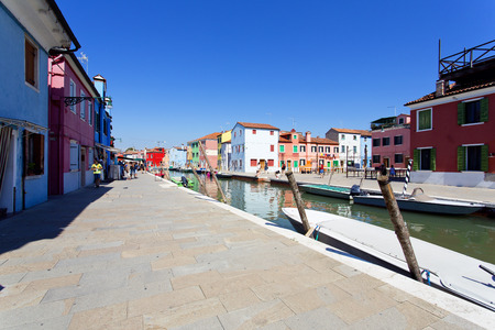 case colorate: Burano island with traditional colorful houses