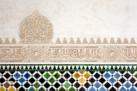 Un dettaglio nella Corte dei mirti, Alhambra Palace, Granada, Andalusia, Spagna Archivio Fotografico - 76563360