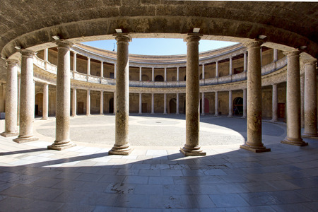 Round Patio and double colonnade of Charles V Palace inside the Nasrid fortification of the Alhambra, Granada, Andalusia, Spain Éditoriale