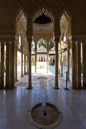 Patio de los Leones, Patio of the Lion, in the Palacios Nazaries. Alhambra, Granada, Andalucia, Spain. Редакционное