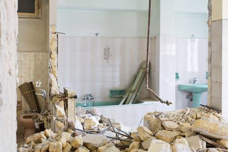 Fotografía de interiores. Apartamento no renovado, habitación antes de la renovación