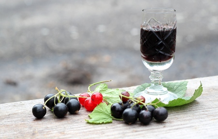 Currant liqueur  Creme de cassis  in crystal glass 版權商用圖片