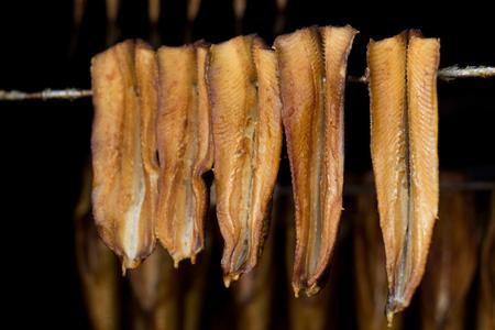 fumar: pescado ahumado - arenque Foto de archivo