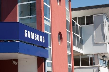 samsung: Samsung store Editorial