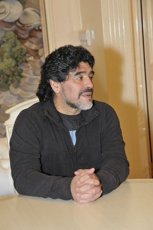 MOSCOW - SEPTEMBER 30: Footballer Diego Maradona at a friendly meeting on September, 30, 2010 in the Supreme Court of the Russian Federation, Moscow, Russia  Editöryel