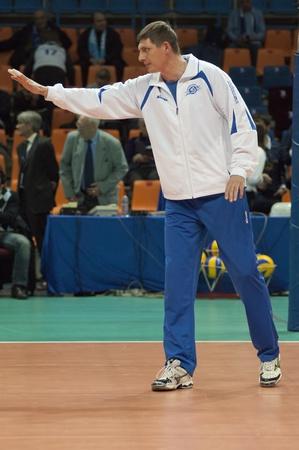 gusev: MOSCA, RUSSIA - 14 dicembre: Alexander Gusev, allenatore della squadra di pallavolo Dinamo Russiaon una donna europea League Editoriali