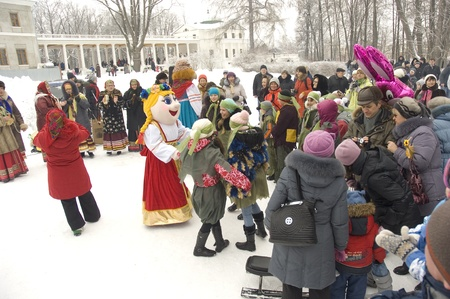 sudarium: PODOLSK, OSTAFIEVO, RUSSIA - FEB 25: Unidentified people celebrating Russian religious and folk holiday Maslenitsa in estate Ostafievo on February 26, 2012, near Podolsk, Russia