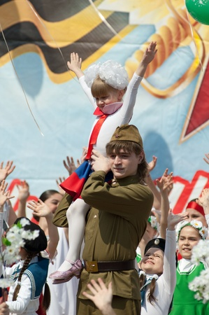 PODOLSK - MAY 9  Unidentified artists holds a girl at event dedicated to Victory Day in WWII on May 9, 2012 in Podolsk, Russia