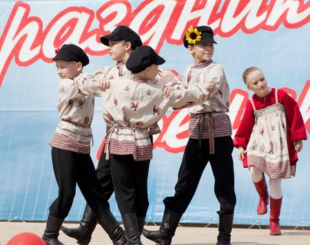 PODOLSK - MAY 9  Unidentified artists of ensemble of national dance Russia dancing at event dedicated to Victory Day in WWII on May 9, 2012 in Podolsk, Russia