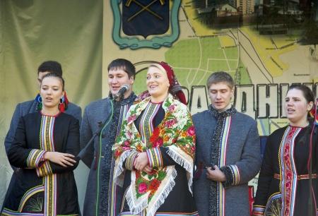 PODOLSK - OCTOBER 7  Russian folk ansamble Lenok dance  on event of day of Podolsk on October 7, 2012, Podolsk, Russia Stock Photo - 15986560