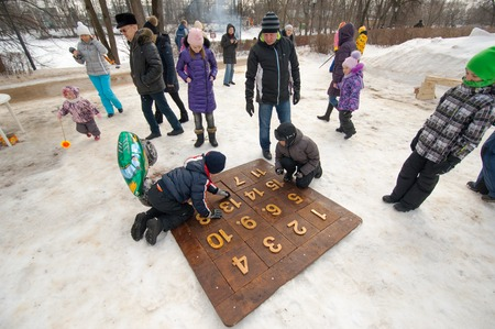 sudarium: PODOLSK, OSTAFIEVO, RUSSIA - FEBRUARY 21: Unidentified kids playing logic game Fifteenth on Russian religious and folk holiday Maslenitsa in estate Ostafievo on February 21, 2015, near Podolsk, Russia Editorial