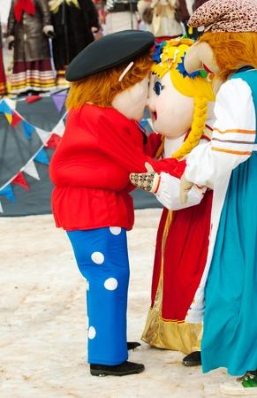 sudarium: PODOLSK, OSTAFIEVO, RUSSIA - FEBRUARY 21: Folk dolls is embracing on Russian religious and folk holiday Maslenitsa in estate Ostafievo on February 21, 2015, near Podolsk, Russia