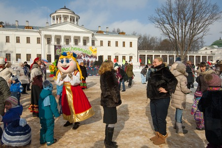 sudarium: PODOLSK, OSTAFIEVO, RUSSIA - FEBRUARY 21: Unidentified people on Russian religious and folk holiday Maslenitsa in estate Ostafievo on February 21, 2015, near Podolsk, Russia