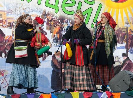 sudarium: PODOLSK, OSTAFIEVO, RUSSIA - FEBRUARY 21: Unidentified women fights by stick on Russian religious and folk holiday Maslenitsa in estate Ostafievo on February 21, 2015, near Podolsk, Russia
