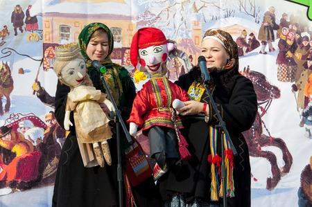 sudarium: PODOLSK, OSTAFIEVO, RUSSIA - FEBRUARY 21: Unidentified women with folk dolls on a scene on Russian religious and folk holiday Maslenitsa in estate Ostafievo on February 21, 2015, near Podolsk, Russia