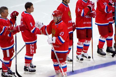 ganado: MOSCÚ - 29 de enero, 2016: Ilín romana (97) justo antes de juego de hockey de Finlandia vs Rusia en la Liga de las leyendas mundiales del campeonato de hockey sobre hielo en pista de hielo VTB, Rusia. Rusia ganó 6: 2