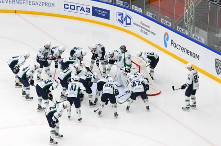 get ready: PODOLSK, RUSSIA - DECEMBER 4, 2016: Ugra team get ready on hockey game Vityaz vs Ugra on Russia KHL championship on December 4, 2016, in Podolsk, Russia. Ugra won 3:2