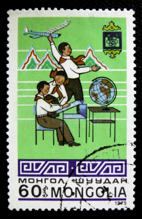 estampilla: MOSCOW, RUSSIA - JANUARY 7, 2017: A stamp printed in Mongolia shows Mongolian kids study and modeling, circa 1975 Editorial