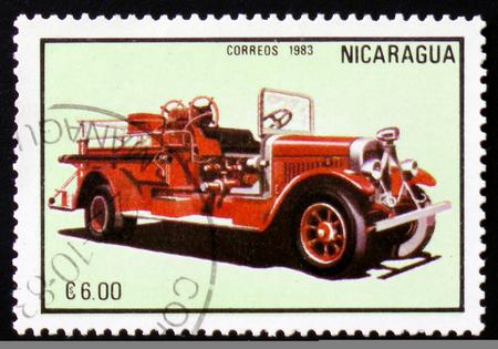 Moscou, Russie - 12 février 2017: Un timbre imprimé au Nicaragua montre firetruck, série, vers 1983 Banque d'images - 83966860