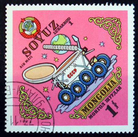 MOSCOW, RUSSIA - APRIL 2, 2017: A post stamp printed in Mongolia shows Lunakhod Soyuz, circa 1973 Редакционное