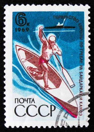 estampilla: MOSCOW, RUSSIA - APRIL 2, 2017: A post stamp printed in USSR, dedicated the European championship in rowing and canoeing, circa 1969