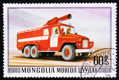 estampilla: MOSCOW, RUSSIA - APRIL 2, 2017: A post stamp printed in Mongolia shows Firefighting truck with ledder, series, circa 1977