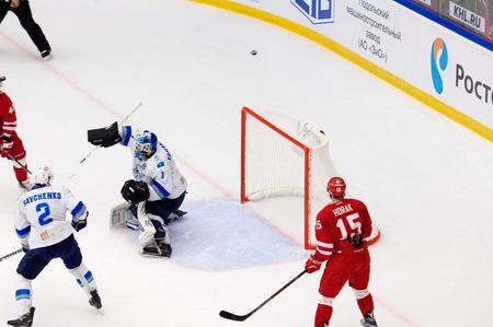 PODOLSK, RUSSIA - SEPTEMBER 10, 2017: Goalkeeper H, Karlsson (1) in action on hockey game Vityaz vs Barys on 10th Russia KHL championship on September 10, 2017, in Podolsk, Russia. Vityaz won 5:1 Redakční