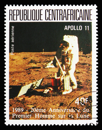 MOSCOW, RUSSIA - SEPTEMBER 15, 2018: A stamp printed in Central African Republic shows Astronaut on the moon, 20 Anniversary Of The First Manned Landing On The Moon serie, circa 1989 Éditoriale