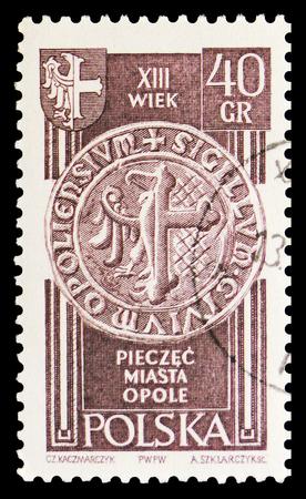 Moscú, Rusia - 15 de septiembre de 2018: Un sello impreso en Polonia muestra el Sello de Opole, siglo XIII, serie de territorios recuperados, circa 1961 Editorial