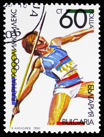 MOSCOW, RUSSIA - NOVEMBER 10, 2018: A stamp printed in Bulgaria shows Javelin Throw, OLYMPHILEX '90, Varna, serie, circa 1990 Foto de archivo - 117050796