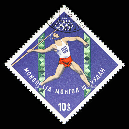MOSCOW, RUSSIA - NOVEMBER 10, 2018: A stamp printed in Mongolia shows Javelin, Summer Olympics 1964, Tokyo serie, circa 1964 Foto de archivo - 117056452
