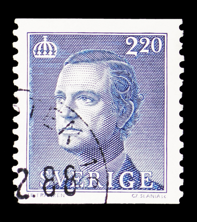 MOSCOW, RUSSIA - FEBRUARY 10, 2019: A stamp printed in Sweden shows King Carl XVI Gustaf, serie, circa 1988 報道画像