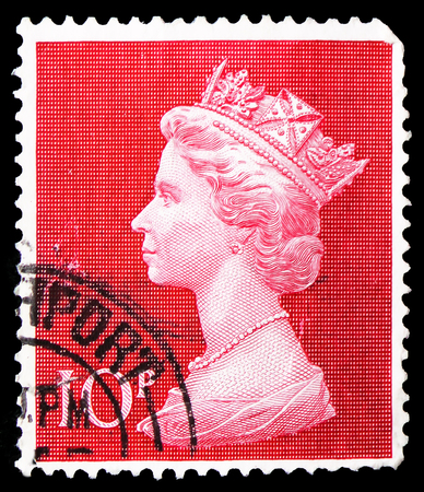 MOSCOW, RUSSIA - FEBRUARY 21, 2019: A stamp printed in United Kingdom shows Queen Elizabeth II - Large Machin, serie, circa 1970 Editöryel