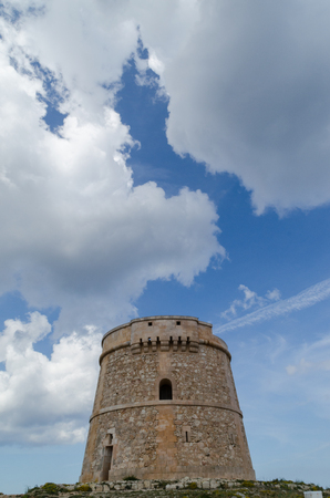 Photograph of the tower of Alcaufar in Menorca in front of the sea.