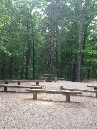 Outdoor seating in the middle of a park Imagens