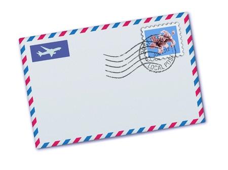 tarjeta postal: Ilustración vectorial de sobre de correo aéreo en blanco con el sello y el sello de goma Vectores